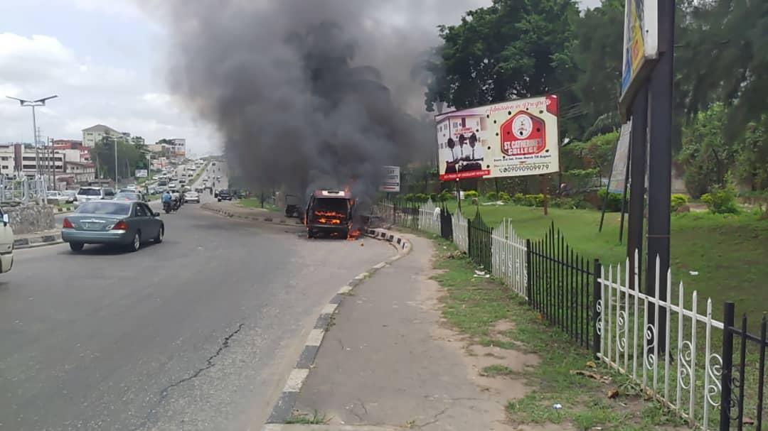 BREAKING [Video]: 10-passenger bus gutted by fire in Ibadan